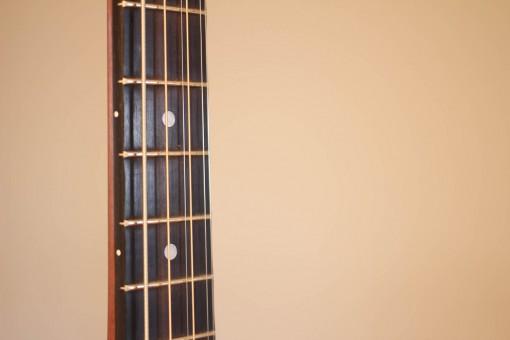 000ael taylor 4 cordes guitar (4)